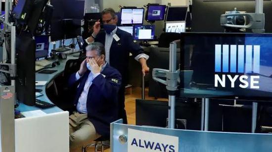 开盘:美股低开道指跌200点 银行股普跌