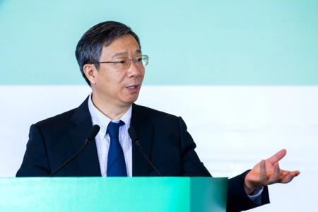 央行新任行长易纲:做负责任的金融
