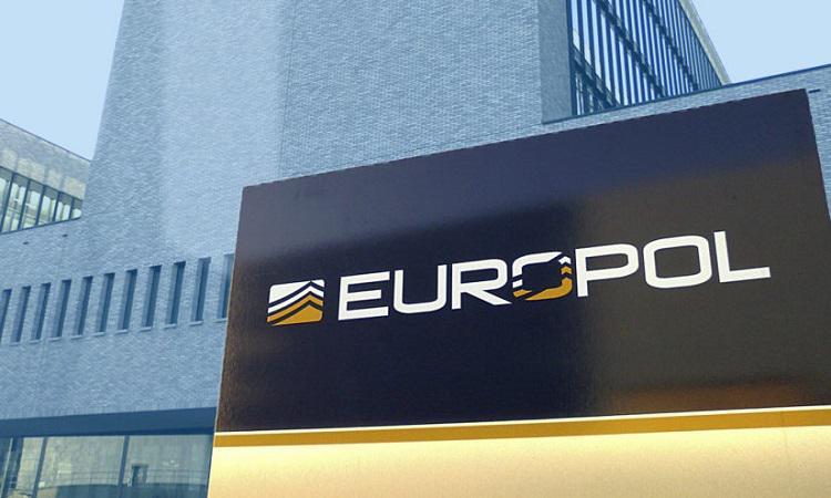 欧洲刑警组织对毒品洗钱案进行了调查